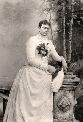 Men-Dressed-in-Drag-in-the-Victorian-Era-3